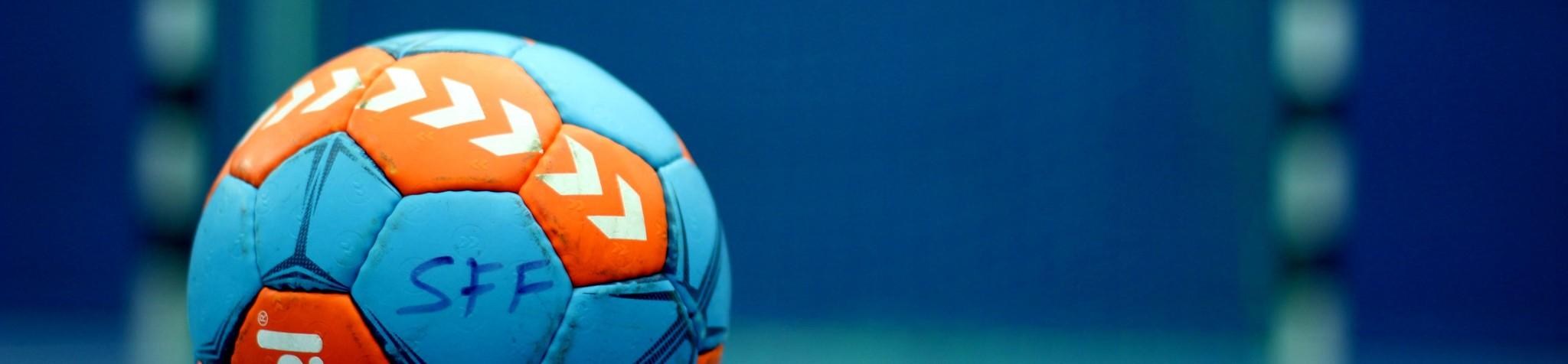 Sportfreunde Föching Handball Ball vor Tor